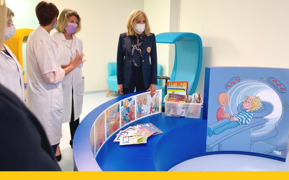 Brigitte Macron a inauguré l'unité « La Montagne » en compagnie de la direction générale de Gustave Roussy, des équipes du service pédiatrique ainsi que des mécènes et représentants d'associations qui ont contribué au financement de cet espace.